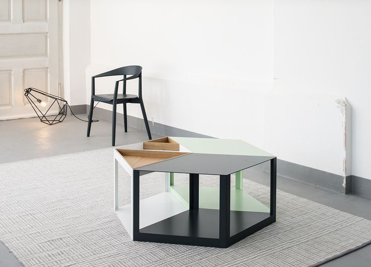 Modułowy stolik Karo można powiększać w zależności od pomysłu na aranżację. Pojedyncze moduły mogą służyć jako osobne nowoczesne stoliki.