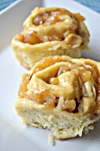 An Opera Singer in the Kitchen: Apple Cinnamon Almond Rolls