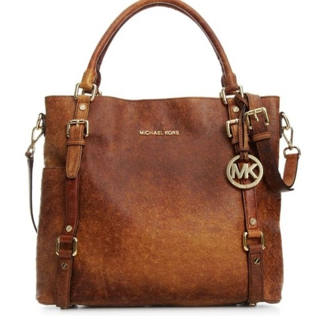 This is the most GORGEOUS Micheal Kors bag I have ever seen. WANT!