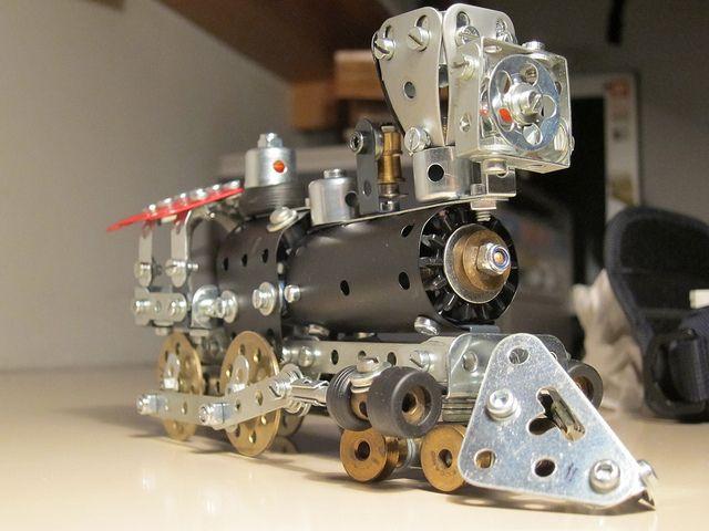 Meccano 4-4-0 locomotive, by Antoni Gual