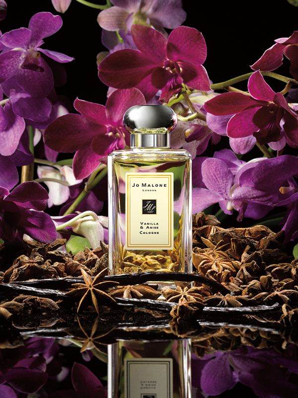 Jo Malone™ Vanilla & Anise Cologne | A modern story of vanilla. The fragile vanilla orchid forms the perfect counterpoint to the oaky caramel-rich vanilla bourbon, spiced with star anise. Warm and enveloping.