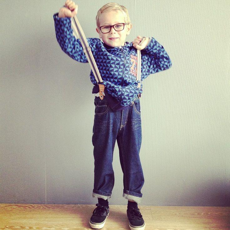 Jayden in outfit van Zeeman. broek met bretels 7,95, vest 6,96