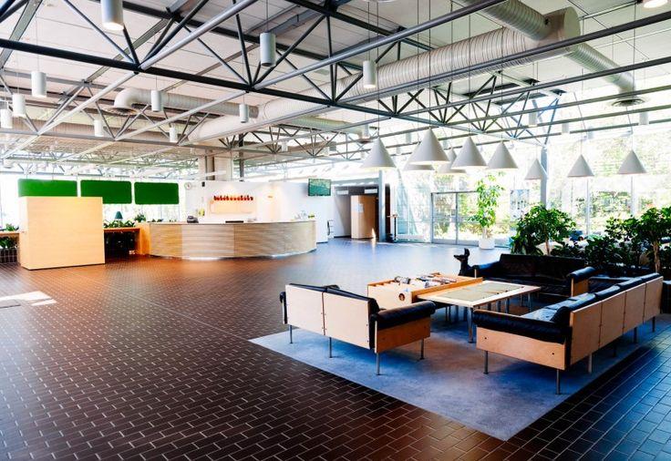 Valoisa aula toivottaa tervetulleeksi kokouksiin, töhyvinvointipäiviin ja herkuttelemaan. Isolla tai pienellä porukalla.