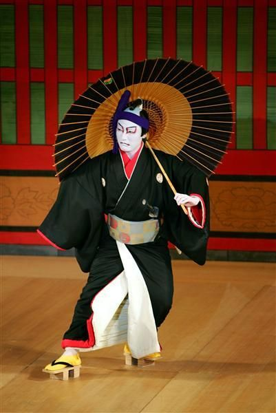 """Sukeroku"" Famous program of NARITA-YA. Sukeroku lost is looking for Genji's sword, and He has fought everyone. at last, He find out Genji's sword. He has taken back Genji's sword. 『助六』"