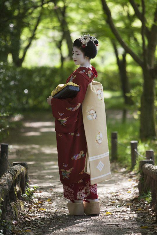 Maiko Katsuna #japan #geisha #kimono