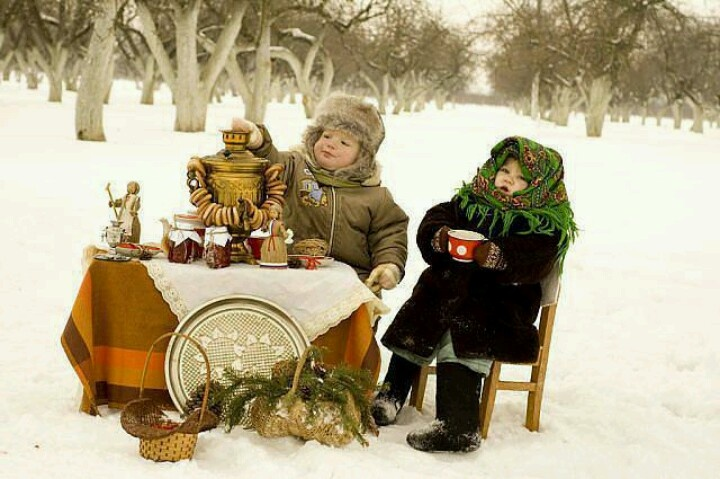 Cine mai doreste un ceai cald, dulceata si covrigi ? Or... Who else wants a warm tea, jam and bagels?