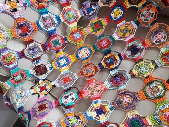 "Manta de Crochê ""Multiuso"" - Colorida"