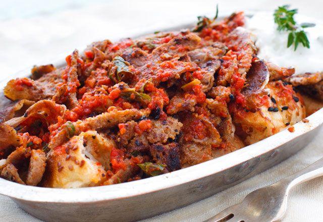 Evde İskender Kebap hazırlamak oldukça pratik!  Very practical for preparing Iskender Kebab at home!