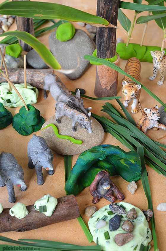 Jungle Play Dough - an easy invitiation to play which also makes a fabulous gift!