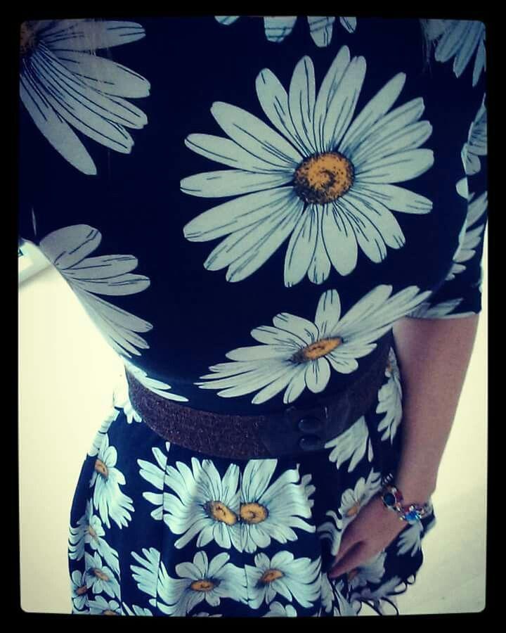 Weiz Copenhagen Black Daisy Celine retro dress styled with a glimmer waist belt