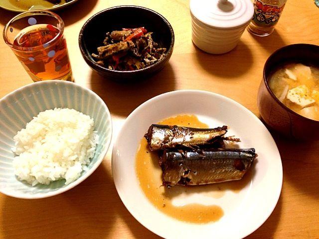 11月19日の夕ご飯 さんまの甘辛煮 ひじき お味噌汁(大根、玉ねぎ、豆腐) - 1件のもぐもぐ - さんまの甘辛煮 by 多田奈穂