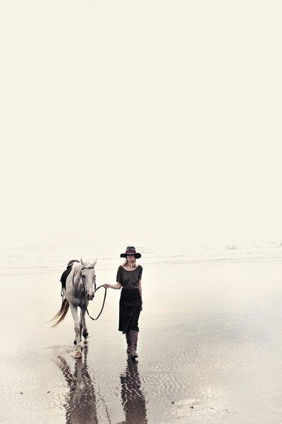 //Pretty Hors, Horses And Girls Beach, Rabens Salons, Fashion Photography Horses, Horses Photography, Beach Hors, Hors Photography, Beach Walks, Hors Fashion