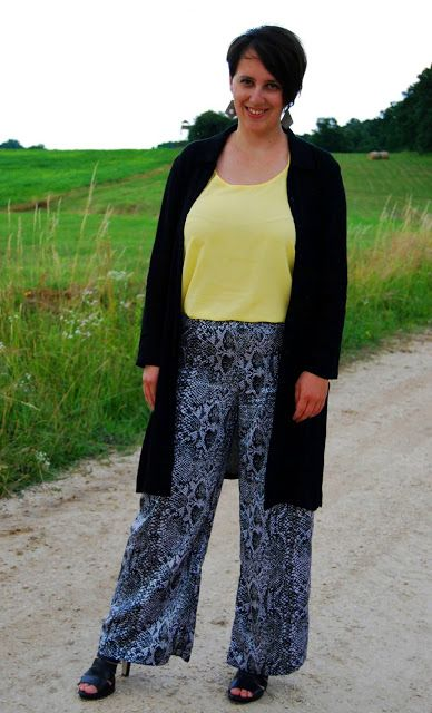 VGRV blog, snake print, palazzo pants, yellow top, black tunic dress, black leather sandals