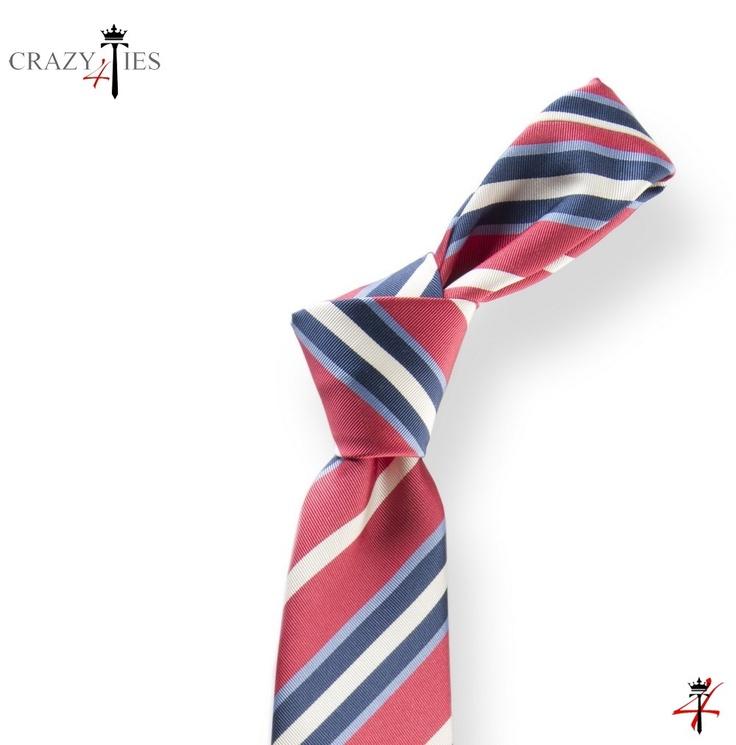 Particolare Nodo Cravatta Regimental in Seta Mogador Fucsia a Righe Blu