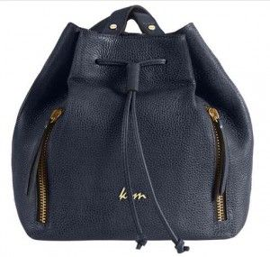 navy gunaikies tsantes Many of us hesitate to buy a backpack since we believe it is not so elegant set. But this certainly does not apply to KEM bags, as these leather options are ideal for a casual wear, you can cannibalize from morning to work up to your afternoon coffee.