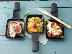 Wie mögen Sie Ihr Raclette-Pfännchen am liebsten - mit Tomate, Schinken oder Feige? Oder doch lieber mit Schokolade? 25 Ideen für einen köstlichen Abend.