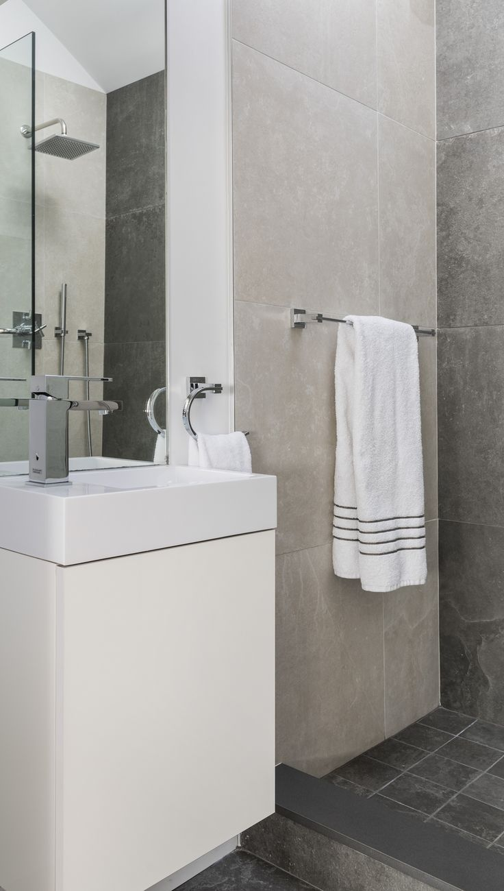 Flavin Architects | Nat Rat Photography #modern #skylight #sunlight #bathroom