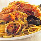 Linguine met tomaat en gemengde zeevruchten van Rick Stein - recept - okoko recepten