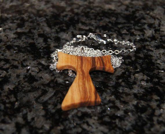 Oliva Cruz de Tau madera collar y cadena de plata esterlina