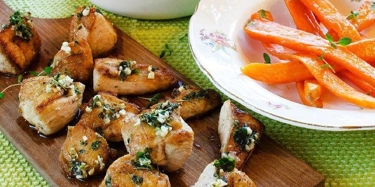 Kyllingterninger med smørdampet gulrot og rotmos