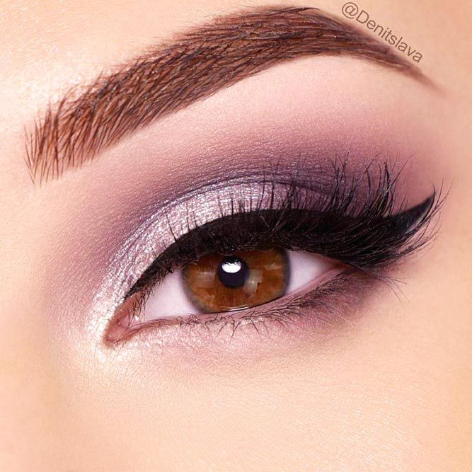 Once you master eyeliner application, your makeup routine will never be boring. But what if you get out of ideas? Discover many eyeliner styles here.