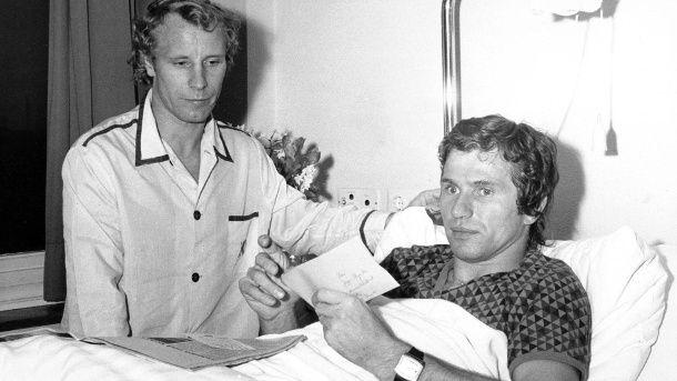 Beide verletzt, beide im gleichen Krankenhaus: Berti Vogts (l.) und Jupp Heynckes 1976. (Quelle: imago/Werner Otto)