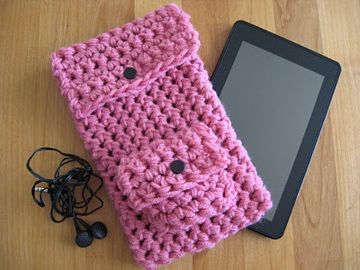 Crocheted kindle fire cover with pocket for earphones.
