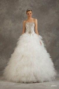 Bazen sade bir model bazende dahada şahşahalı ve gösterişli bir model giymek farklı gelin adaylarımızın farklı istekleri olmuştur. Bu konumuzda Kabarık Gelinik Modelleri ile ilgili olarak bir kaç tane örnek tasarım göstereceğiz. #kabarık #gelinlik #modelleri #kabarıkgelinlik #wedding #dresses #evlilik #bridal #bride #2015 #gelin #gelinler