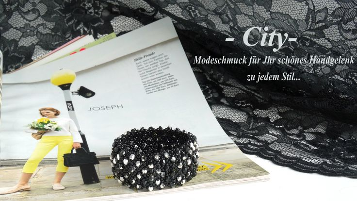 """""""City"""" - Das sind  Netzarmbänder und  Netzcolliers sowie Spitzenohrringe. Sie sind aus Rocailles geflochten und mit Perlen bestickt. Die Armbänder haben keinen Verschluss, sie sind aus einem elastischen Faden hergestellt."""