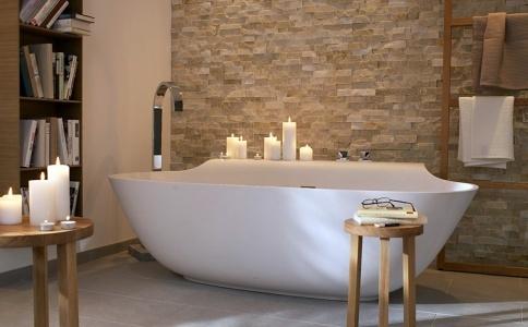 That is a niiiiice bathtub.