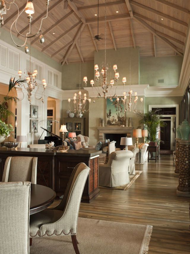 Step inside paula deen 39 s southern glam estate home - Pictures of homes decorated for christmas on the inside ...