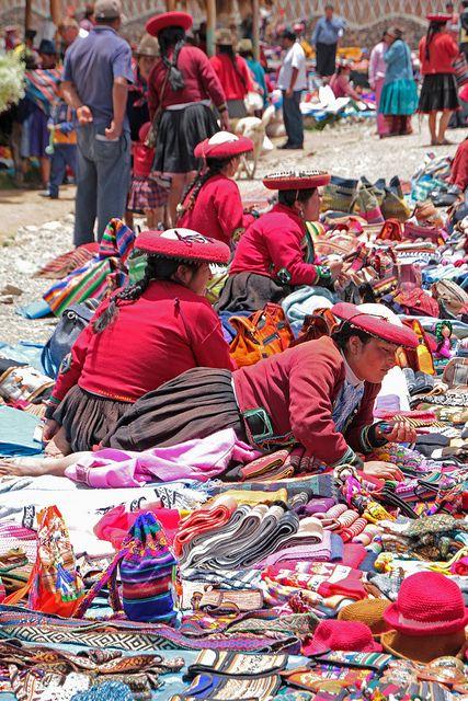 Mercados no Mundo - Cusco/Peru  Chinchero market, Sacred Valley, Cusco. Perú. Photo: daniel.virella, via Flickr