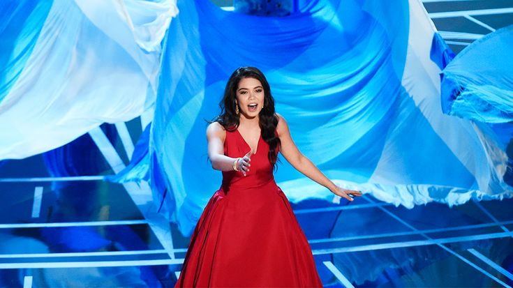 "The voices behind the characters of ""Moana"" livened the Oscar stage on Sunday night, with ""Moana"" actress Auli'i Cravalho and one of the film's music writers, Li…"
