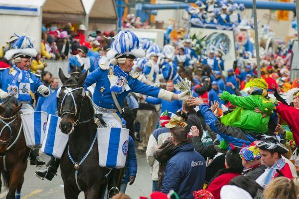 karneval 2015 in köln stadtgarde blaue weiß