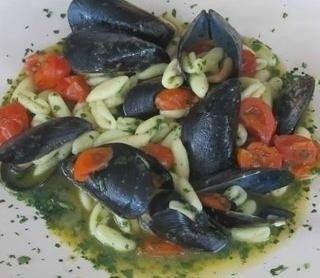 """CAVATELLI CON LE COZZE - www.iopreparo.com: sono un piatto davvero delizioso e completo. Sono """"alla barese"""" perché i cavatelli sono tipici della cucina pugliese."""