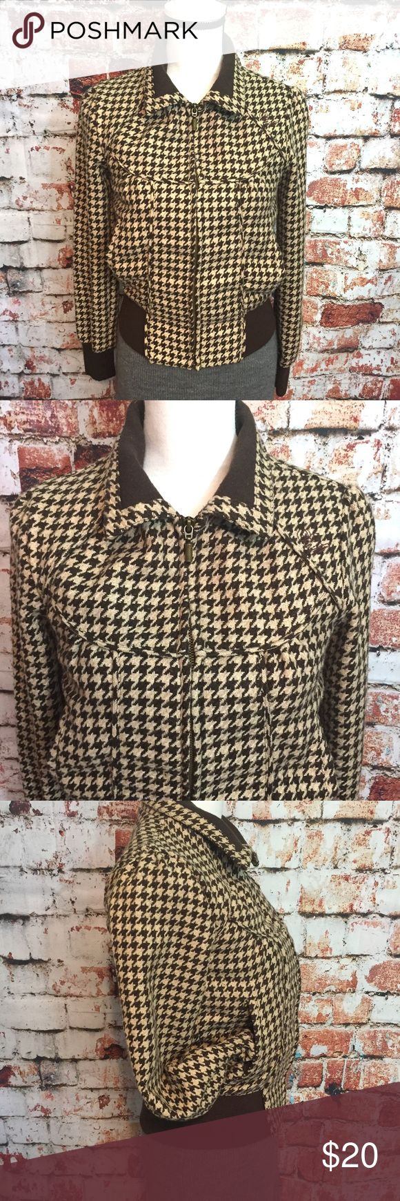 ••O'NEILL•• Brown & Beige houndstooth coat O'Neill brown & beige houndstooth bomber style jacket. Super stylish and super adorable. Size Medium. O'Neill Jackets & Coats