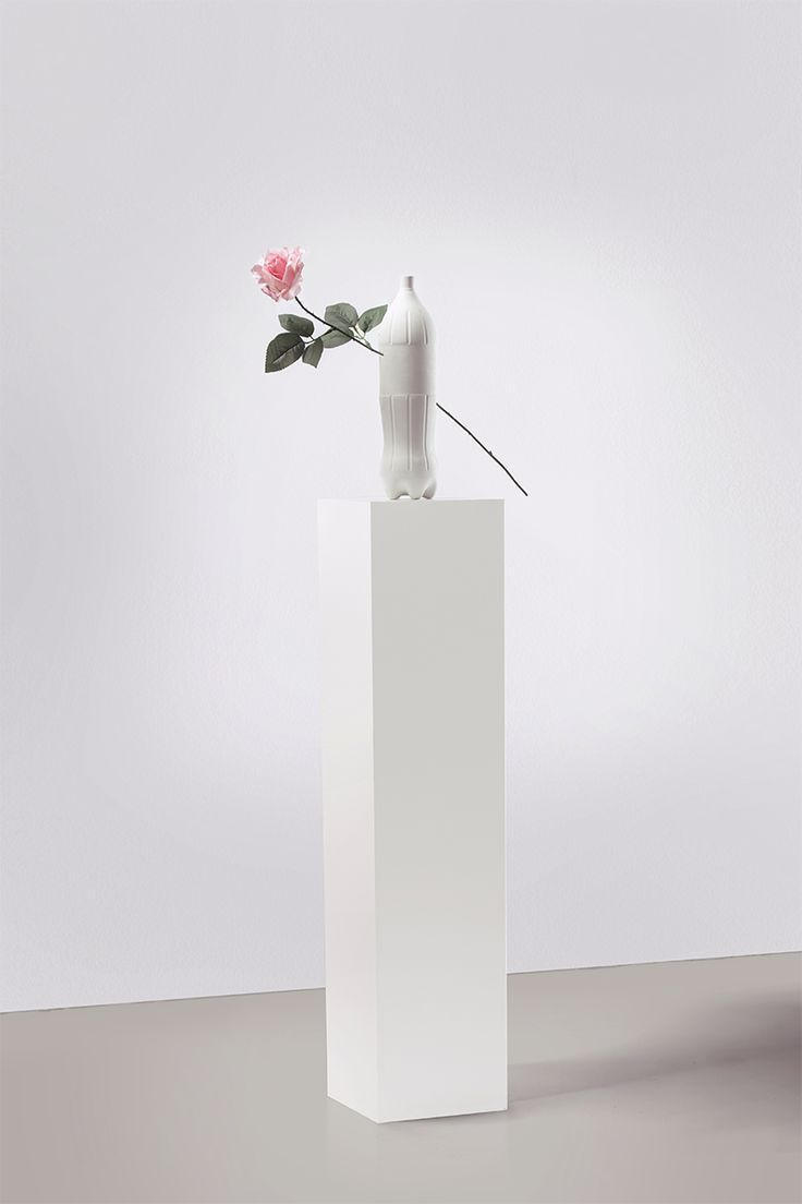 CONTAINER SCULPTURE, PHOTOGRAPHY — GIPSUM, ARTIFICIAL FLOWER © February 2016 - photo credit: Vincent Roux
