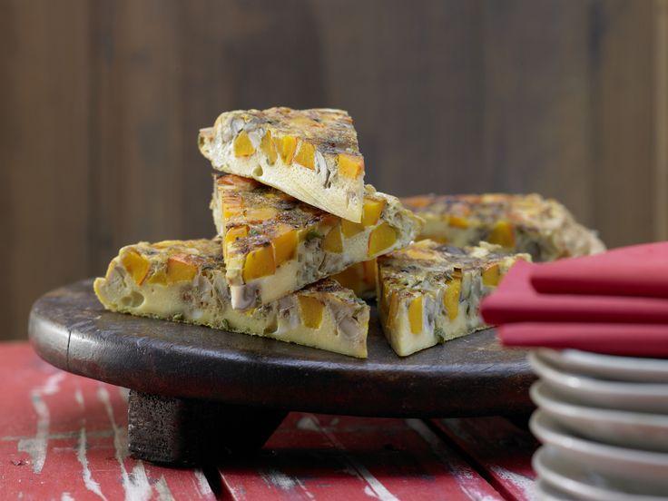 Kürbis-Eierkuchen - mit Champignons und Salbei - smarter - Kalorien: 211 Kcal - Zeit: 30 Min. | eatsmarter.de Tortilla geht immer.