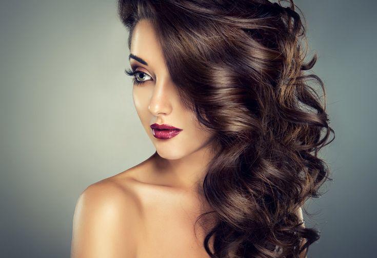 Les fourches, un sujet qui nous préoccupe toutes! En effet, les fourches peuvent être le résultat de plusieurs choses : excès de chaleur, manipulation excessive des cheveux, ne pas couper quand il faut. Comment lutter contre les fourches? Lorsque nous avons des fourches, nos cheveux sont abîmés et ont des frisottis. Il sont souvent ternes.…
