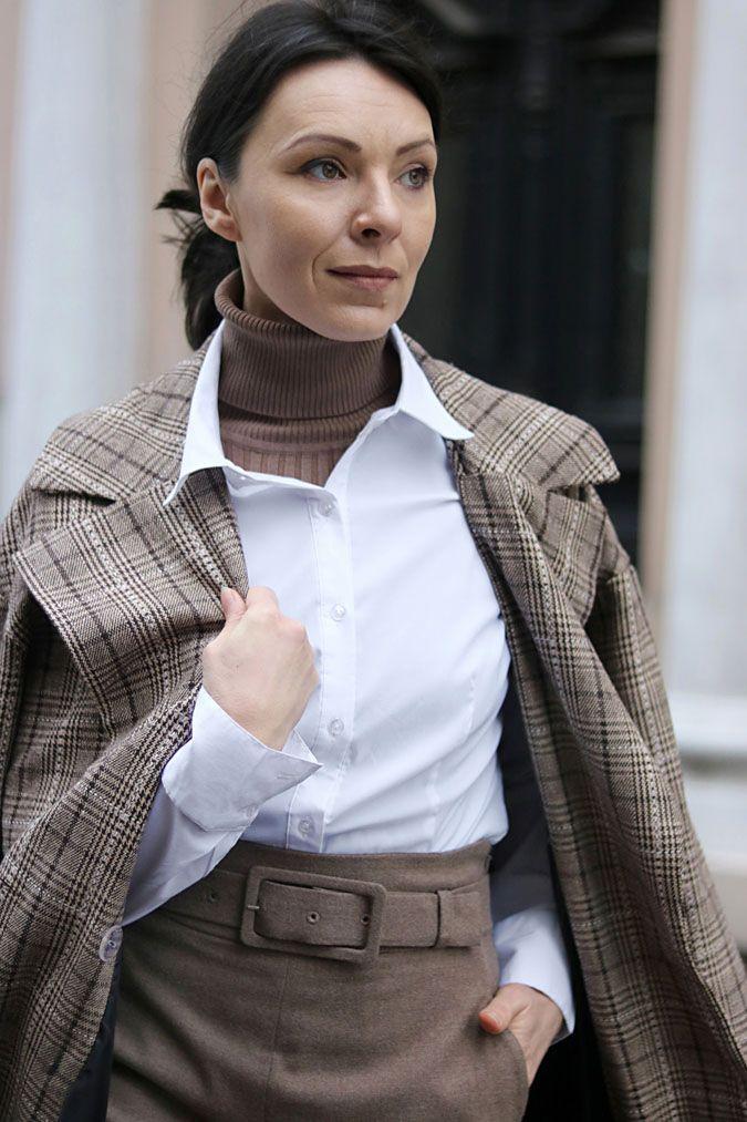 https://minimalissmo.blogspot.com/  #fashion #moda #vintage #plaid #beige #totalbeigelook #white #blouse #shirt #elegant #minimalism #coat
