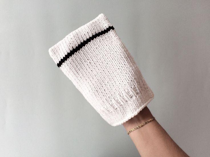 Hand knitted San Agústin facecloth / bath mitten with pinstripe by Chain Twenty