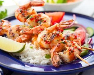 Brochettes de crevettes en sauce piquante à la créole : http://www.fourchette-et-bikini.fr/recettes/recettes-minceur/brochettes-de-crevettes-en-sauce-piquante-la-creole.html