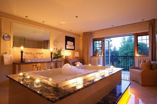 huge jacuzzi as the center of the bathroom: Luxury Bathroom, Bathtubs, Dreams House, Dreams Bathroom, Beautiful Bathroom, Bubbles Bath, Master Bathroom, Bath Time, Spa