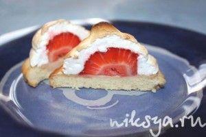 Печенье сабле с клубникой и меренгой