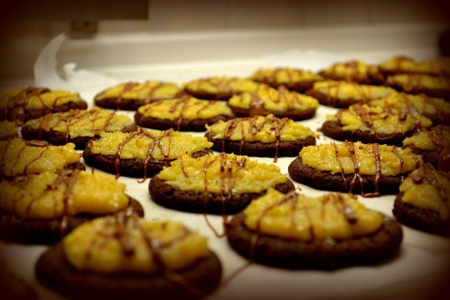 Σοκολατένια Μπισκότα με Γλάσο Καρύδας