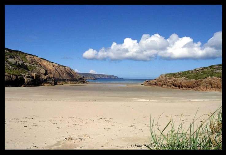 Donegal Coast - courtesy of John Rafferty. Featuring some of Ireland's most beautiful sandy Blue Flag Beaches, make sure you pay County Donegal a visit while on the Emerald Isle. Infos about touring the north-west: http://tourireland.com/selfdrivetours/?category=2=53