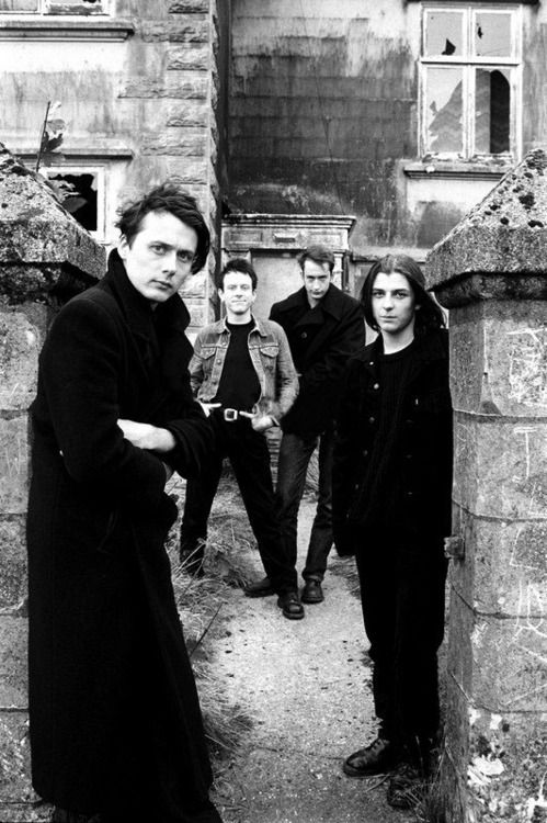 Suede on the set of the Wild Ones video