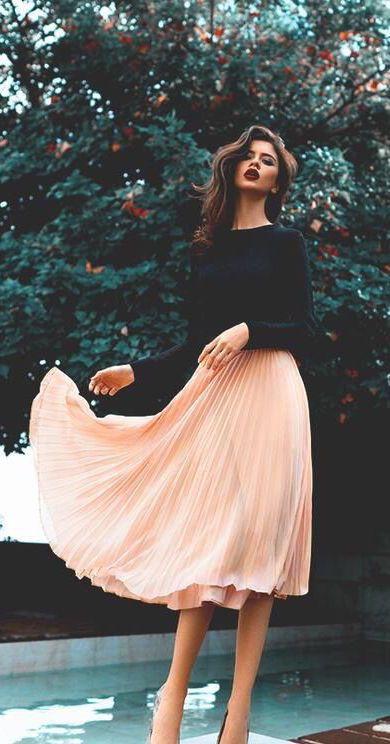 street style / black longsleeve shirt + pink skirt