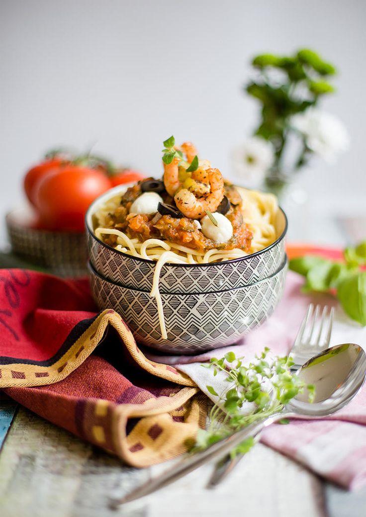 Spaghetti mit Tomatensauce und Garnelenspießen © Alles und Anderes