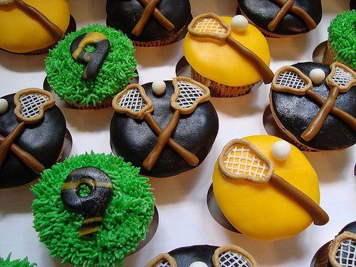 sportsfood:    Lacrosse Cupcakes (bydesignercupcakesandmore)    sooooo cute!      NEED THESE